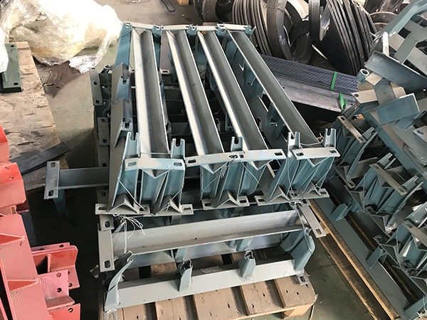 Belt conveyor bracket