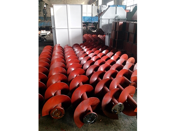 Reamer with shaft screw conveying